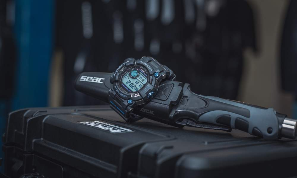 g-shock-frogman-GWF-D1000B-1LTD-limited-edition-suitcase-03