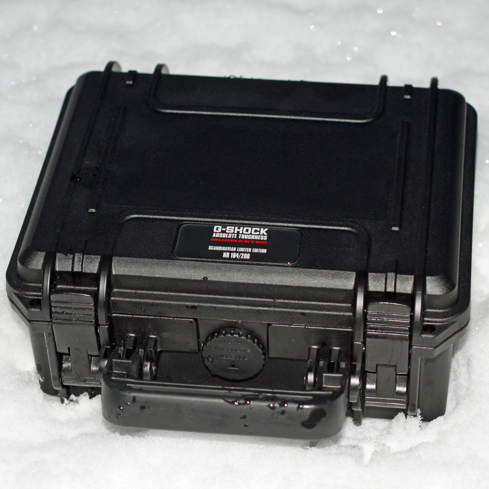 g-shock-mudmaster-limited-edition-scandinavia-suitcase-pelican-03